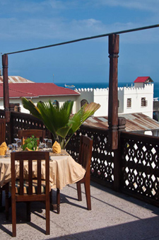 Roof top dining at the Asmini Palace